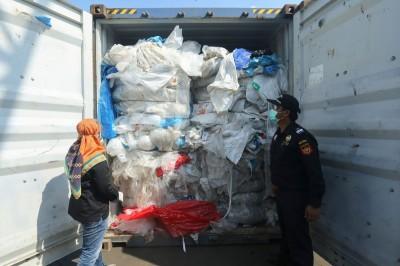 印尼拒當富國垃圾場!250貨櫃運回「原產地」