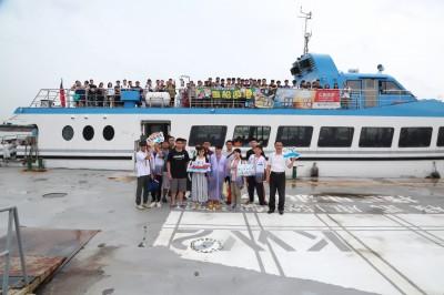 中山大學迎新 1100新鮮人搭船入港認識高雄