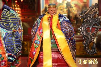 問文昌廟裡的是否是西門土地公?江聰淵獲聖筊