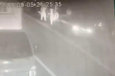 影片曝光!2警臨檢遭衝撞受傷 肇事男稱近視雷射後畏光