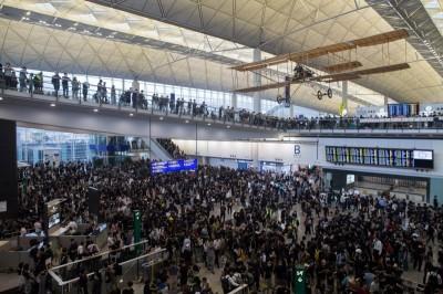反送中》「五大訴求缺一不可」 港人號召7日癱瘓香港機場