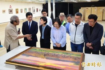 順天美術館捐贈館藏 蔡英文參觀陳澄波、顏水龍畫作