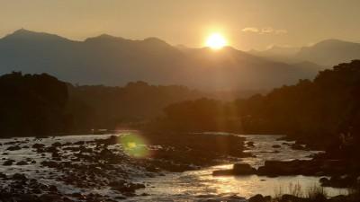 從八掌溪畔遠眺玉山日出 嘉義美景太療癒!