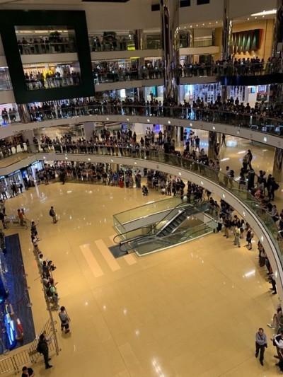 反送中》震撼!數百港人於太古城中心高唱《願榮光歸香港》