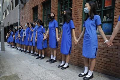 反送中》全港各校串連人鏈 逾萬學子牽手堅定訴求