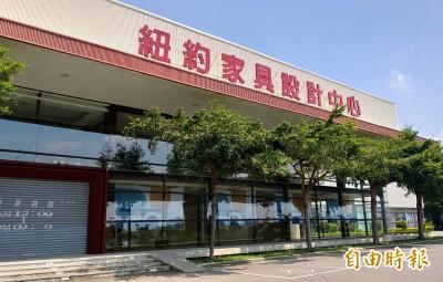 黃國昌會勘台中家具賣場 抨擊政府縱容業者違法經營