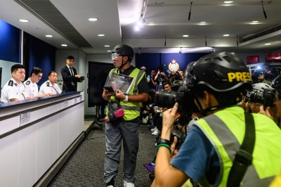 反送中》休假港警配發警棍 高層:市民絕對可以放心