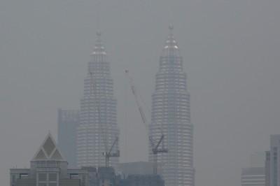 印尼野火煙燻鄰國 大馬關閉逾400校、急發50萬張口罩