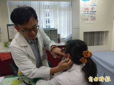 醫病》婦人長期咳嗽吃藥沒效 竟是掏耳朵惹禍!