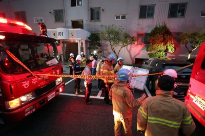 詭異!公寓火災後 消防員在冰箱裡發現母子焦屍
