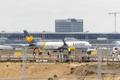驚!機長把咖啡打翻在儀表板上 載滿337人客機緊急迫降