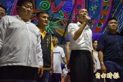 「墊底市長」撿到槍? 韓國瑜痛批:民進黨吃香喝辣