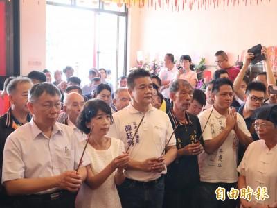 忘了換草稿?柯P參拜 廟方也喊「台灣安全,人民有錢」