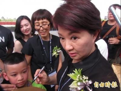 被媒體突問「接韓國瑜主委嗎」 盧秀燕瞪大眼、跳針:謝謝