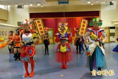 「紙媽祖」有專屬炫舞陣!頭套、道具全用紙製作