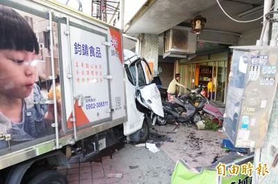 豐原貨車連環撞5人送醫 1男不治、1男童送加護病房
