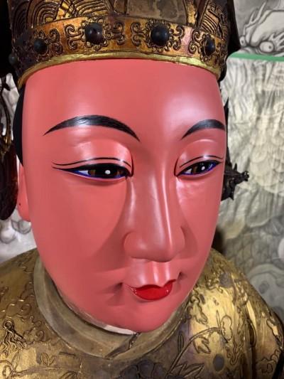 媽祖佛像「太鮮豔」惹議? 廟方:有擲筊取得同意