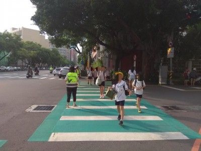 跟著「綠斑馬」過馬路 孩子上學更安全