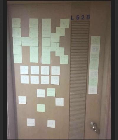 中國學生動手掐頸!不滿在台港生宿舍設連儂牆