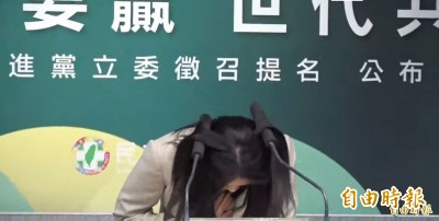 賴品妤撞飛麥克風…蘇巧慧笑:我爸很羨慕