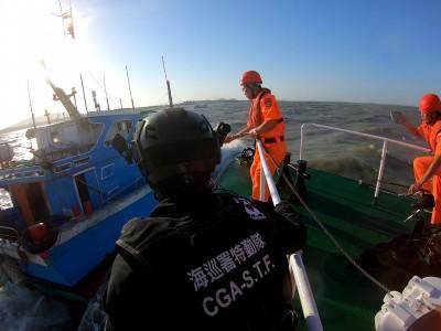 中國船團入侵金門 海巡署調派艦艇、特勤幹員馳援取締