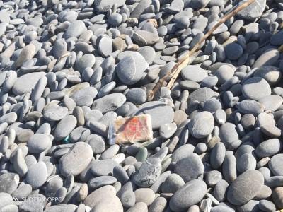 驚!民眾在台東海岸撿石頭 竟撿到32塊海洛因磚