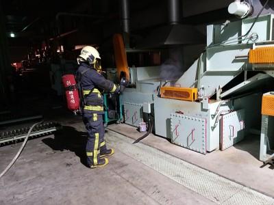 鹿港電鍍工廠火災 熱處理機台冒煙