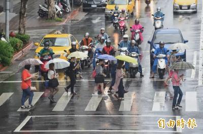 北台灣今回溫至30度  屏東、台東大雨特報!