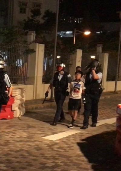 反送中》港警稱搜出「雷射槍」 13歲男孩被捕