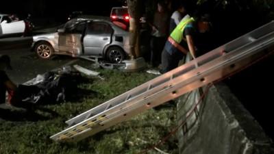 139線大彰路轎車疑自撞 車內1人摔落邊坡 摸黑搶救送醫