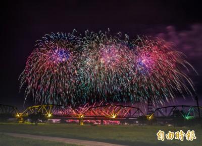 國慶焰火今晚試放1500發 屏東夜空美極了!