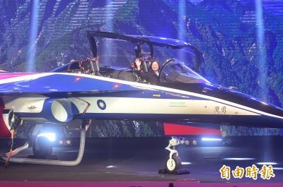 國機國造!新式高教機「勇鷹」亮相 藍白紅塗裝曝光