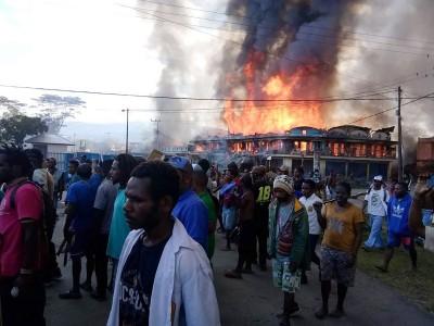 示威者縱火燒屋 印尼西巴布亞省反歧視釀32死