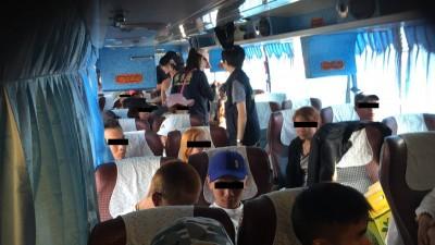 一車的非法移工!越籍旅遊團開心玩 42人全被逮