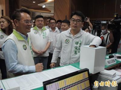高雄議員質詢要抽籤! 學者:台灣史上最骯髒的民主政治