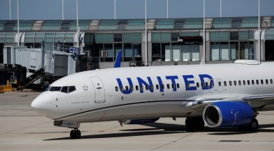 乘客被關在廁所出不來... 聯合航空緊急轉降救人