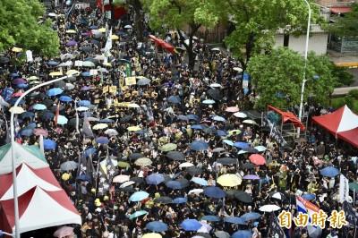 台港萬人上街大遊行 風雨中撐香港、護民主