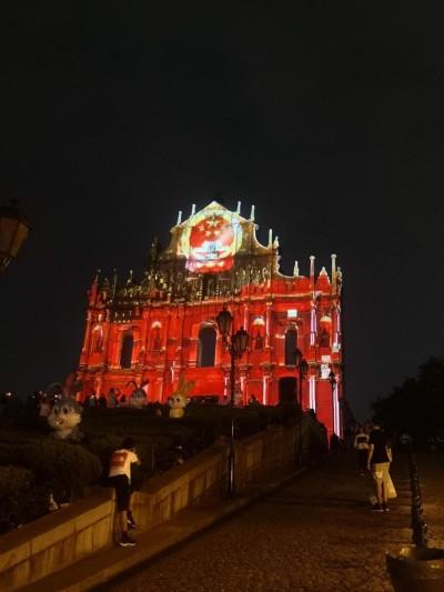 醜哭!中國國慶 澳門地標淪為共產主義「布景板」