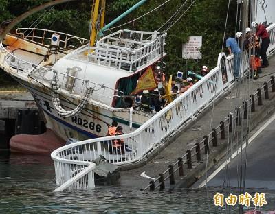 南方澳斷橋》就差一點點! 1船3車幸運逃過一劫