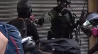 港警近距離槍擊示威者 陳芳明:和平統一神話完全崩盤