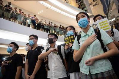 《禁蒙面法》午夜生效 香港教育局禁止學生「戴口罩、蒙面」