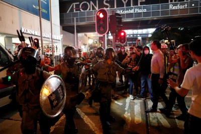 獨家》軍方國防院邀港民主派人士駐點 掌握香港情勢