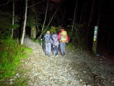中國人拋棄中國人?5華人爬山竟把受傷女子丟包等死