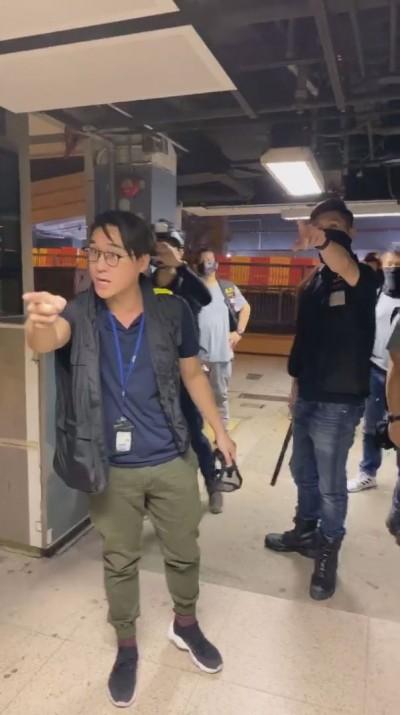 防暴警未知會突入港中大搜查! 學生會強烈譴責