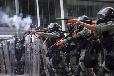 香港人反抗》泣!長者前線哭訴 「日本都沒抓這麼多小孩」