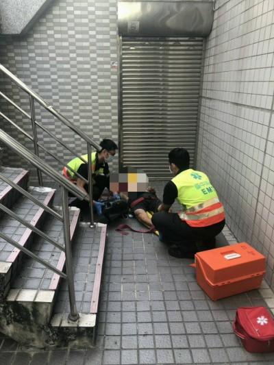 烏日圖書館驚傳墜樓 77歲男送醫搶救