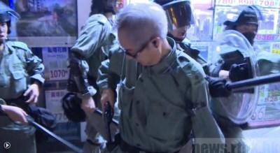 反送中》紅磡道港警推撞市民 帶隊總督察一度拔槍