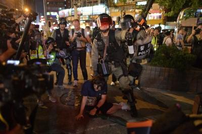 反送中》多區示威 港警直闖社區、商場逮人 港鐵今續關13站