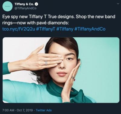 強國人玻璃心碎 Tiffany女模「遮眼」展示珠寶也不行…