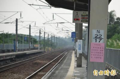 可能觸電!台鐵六塊厝車站月台天橋 禁看國慶煙火